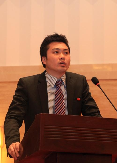 新浪党委宣传委员、微博支部书记常俊发言